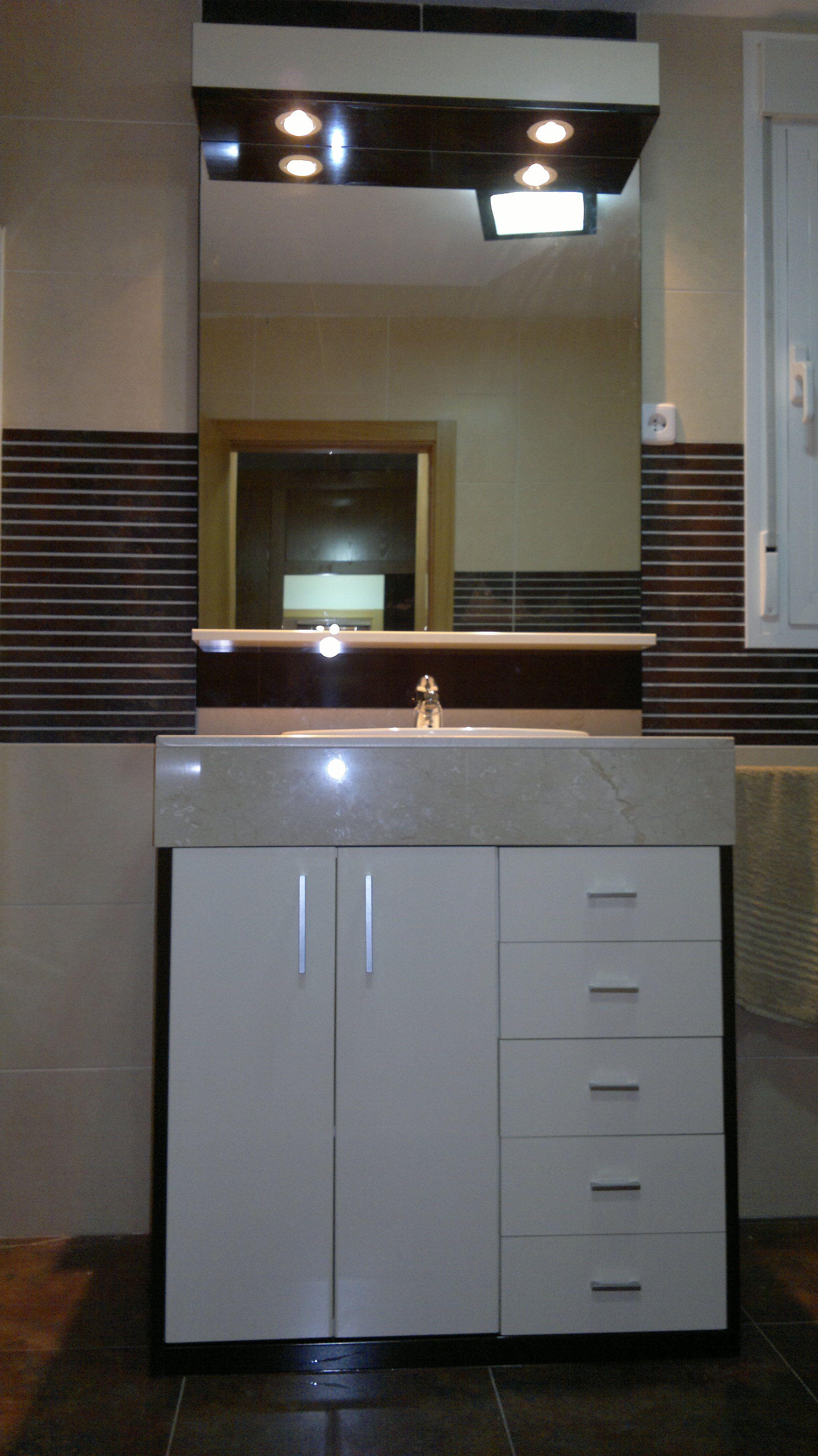 Mueble de ba o en formica en alto brillo muebles de ba o pinterest decorating - Muebles altos de bano ...