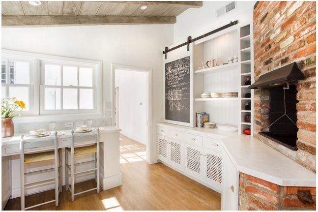 cuisine colori blanc bois parquet brique jaunesafran. Black Bedroom Furniture Sets. Home Design Ideas