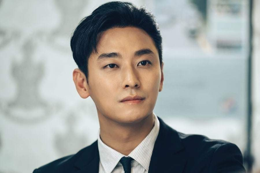 "3 Obstacles Joo Ji Hoon Needs To Overcome In ""The Item"""