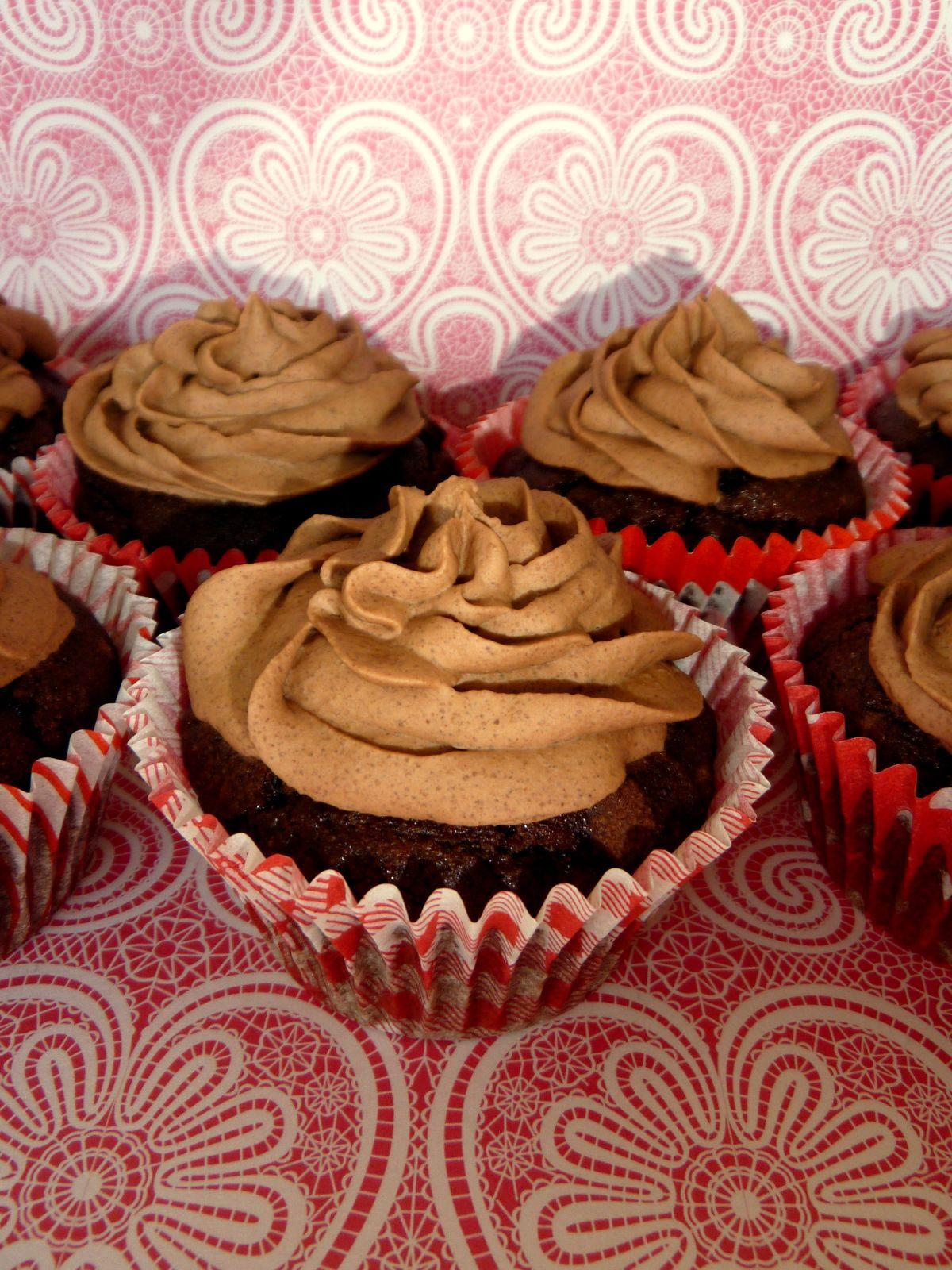 Glutenfree and sugarfree chocolate cupcakes heike