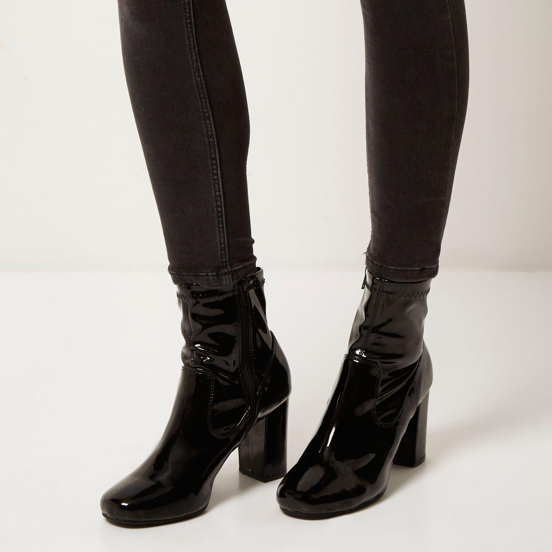 Schwarze Lackstiefeletten mit Absatz Stiefeletten Schuhe