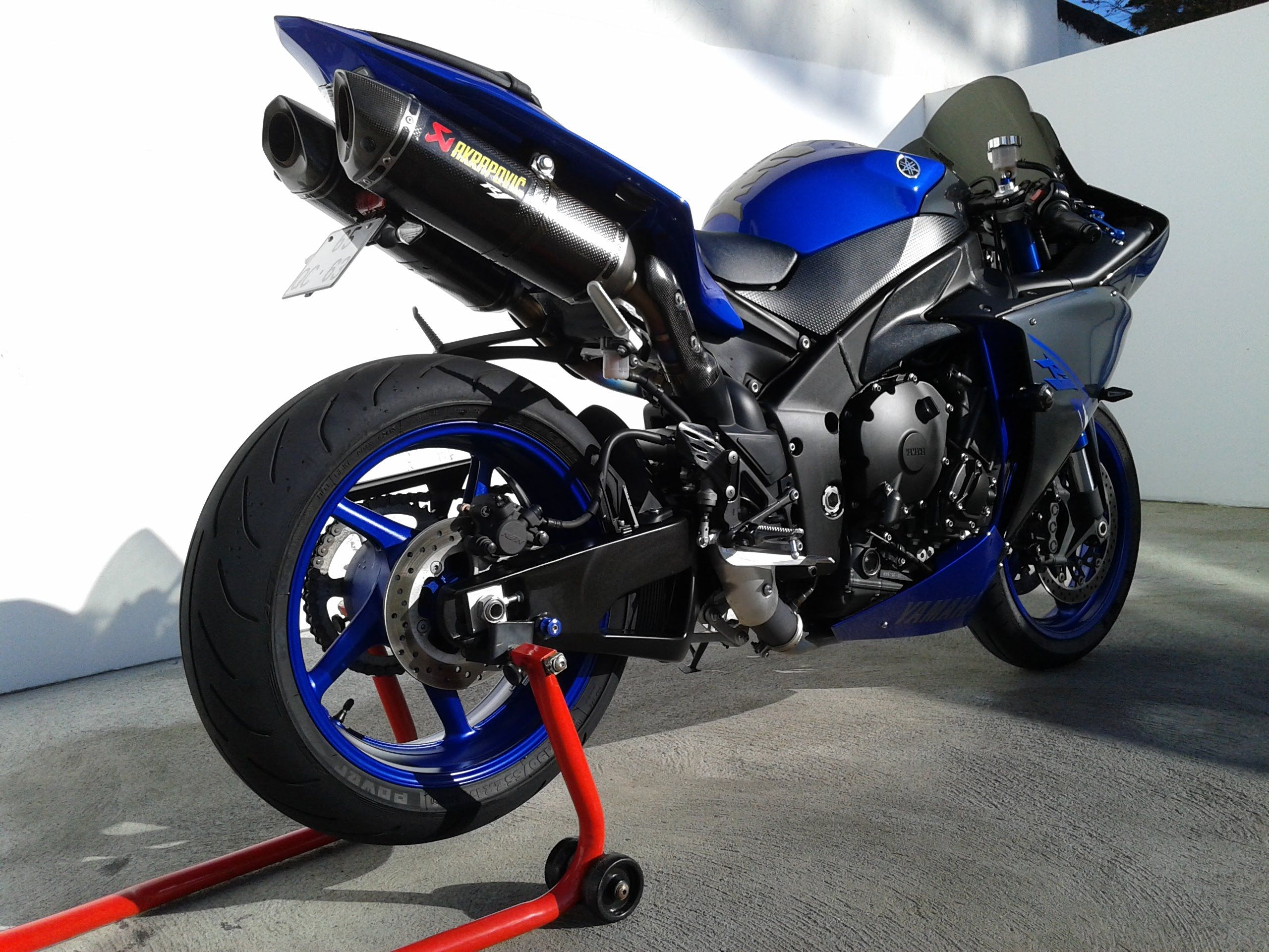 2014 yamaha r1 race blu akrapovic exhaust r1 my dream for Yamaha r1 2014