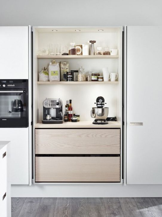 Une cuisine intégrée c'est tellement chic ! @decocrush - www.decocrush.fr | A lovely inox kitchen #crush #design #style #kitchen #inox #clean #minimalist #home #hidden #wood #coffee #station #pantry #kitchenaid #furnituredesigns #kitchencrushes