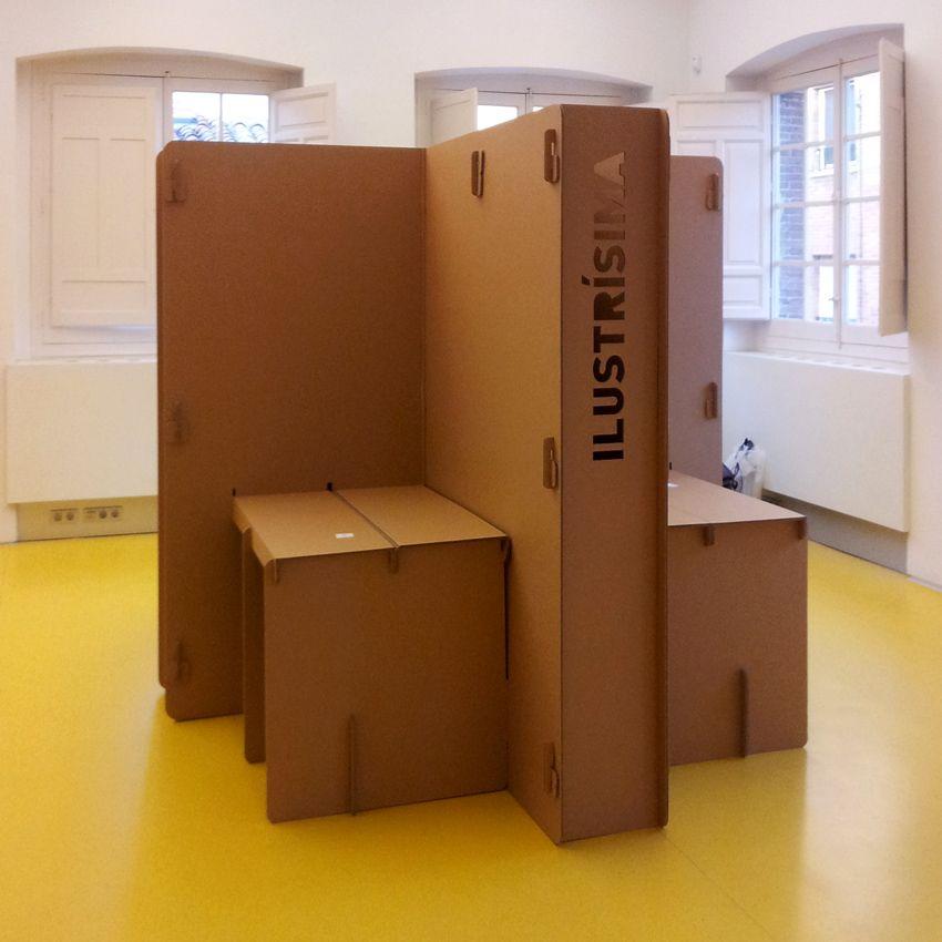 Feria ilustraci n ilustr sima 2012 cart n muebles de for Muebles para ferias