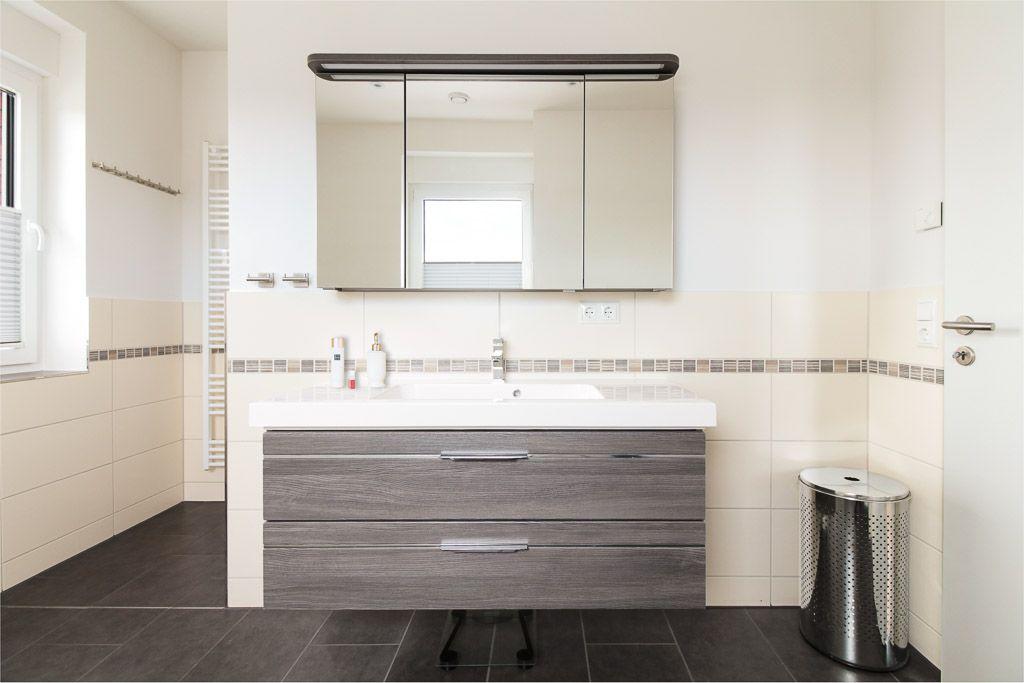 Doppelwaschbecken in hellem #Badezimmer als Raumtrenner - ECO - badezimmer doppelwaschbecken