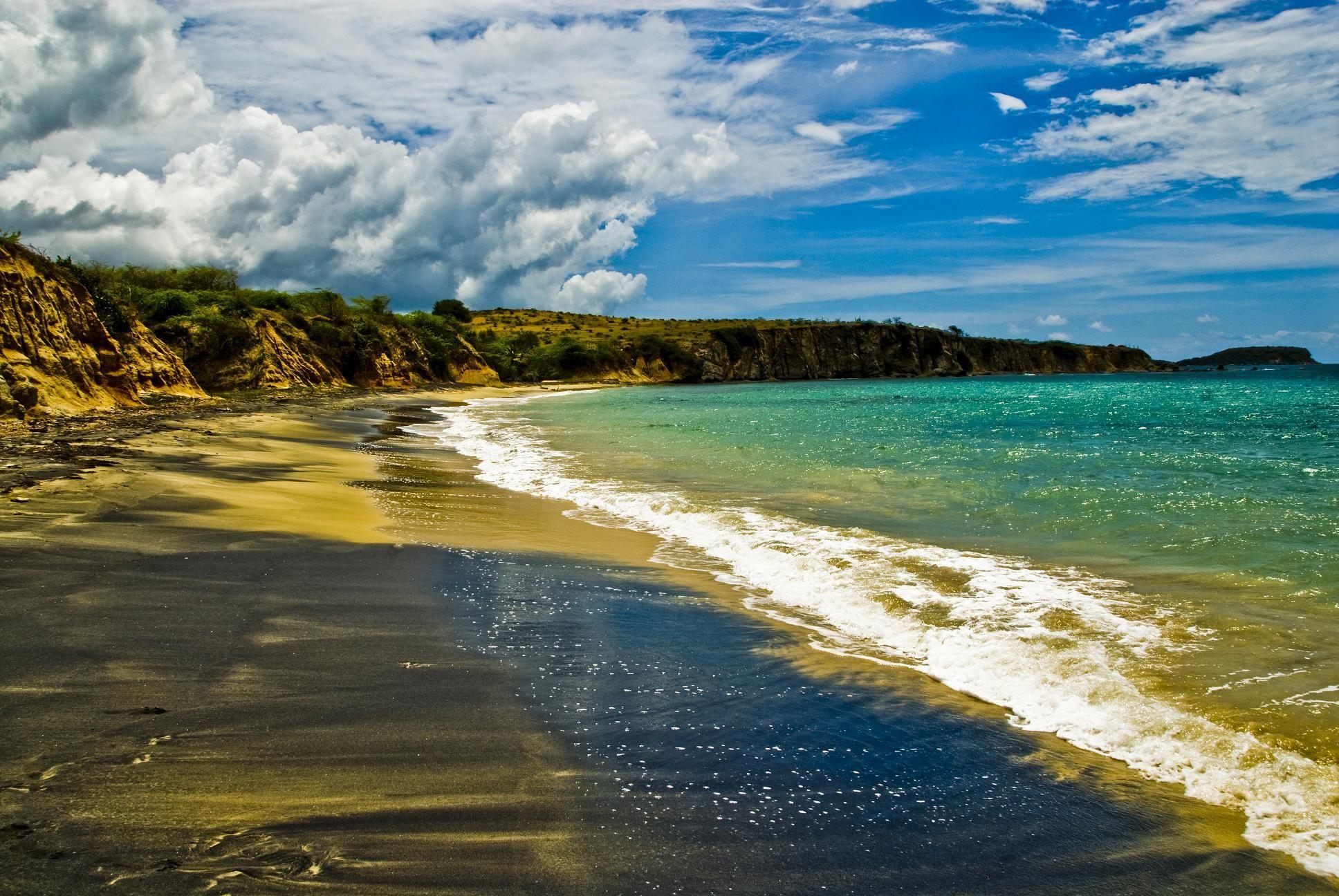 .: TOP 13 MARAVILLAS NATURALES DE PUERTO RICO [FOTOS]Una isla con recursos naturales cual si fuera un continente PLAYA DE ARENA NEGRA VIEQUES
