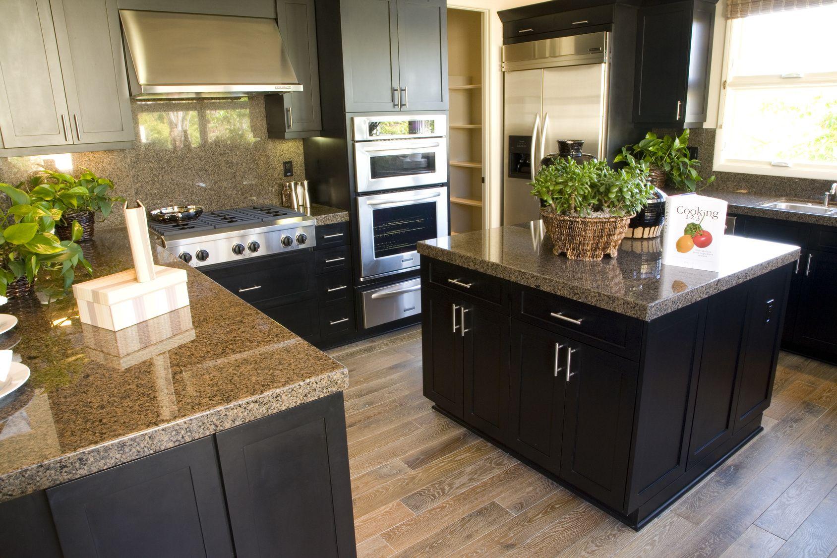 Luxuriöse Küche in stilvoller Holzoptik Dark kitchen