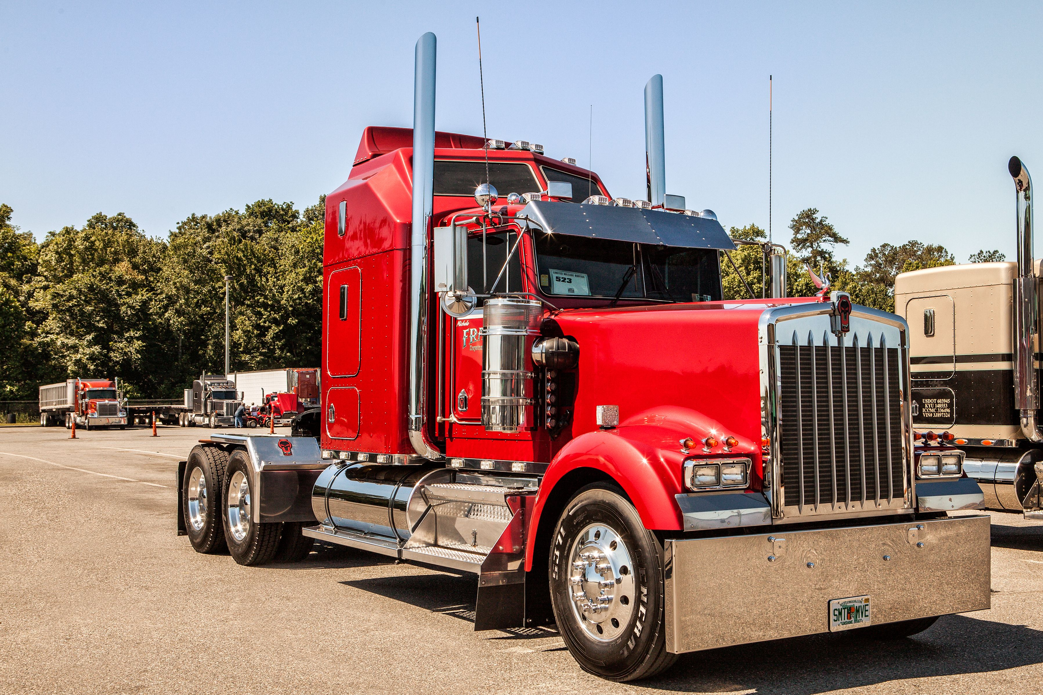 Trucking won best of show limited mileage bobtail at the fitzgerald glider kits pride polish show held in july pinterest rigs