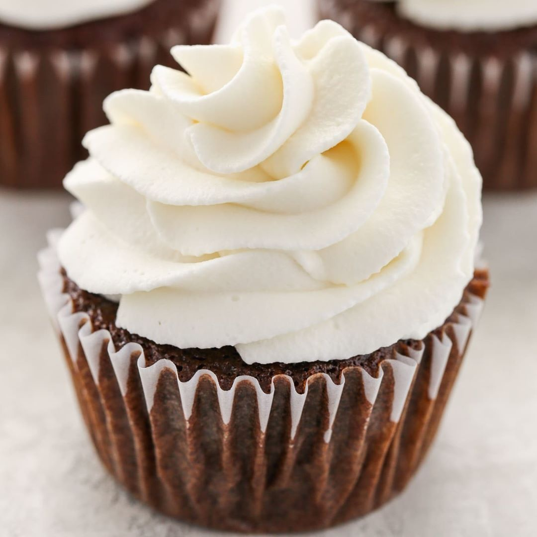 "Danielle, Live Well Bake Often on Instagram: ""Learn how to make stabilized whipped cream with this easy recipe! Pipes perfectly and holds it's shape for days too!"