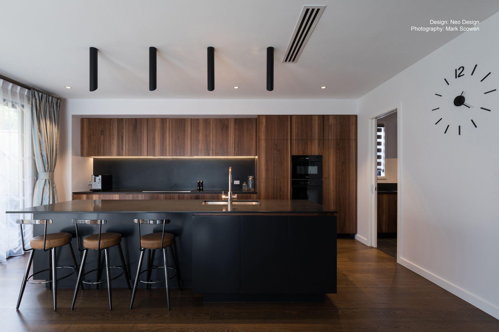 Dark, masculine and sophisticated kitchen   Modern black kitchen ...
