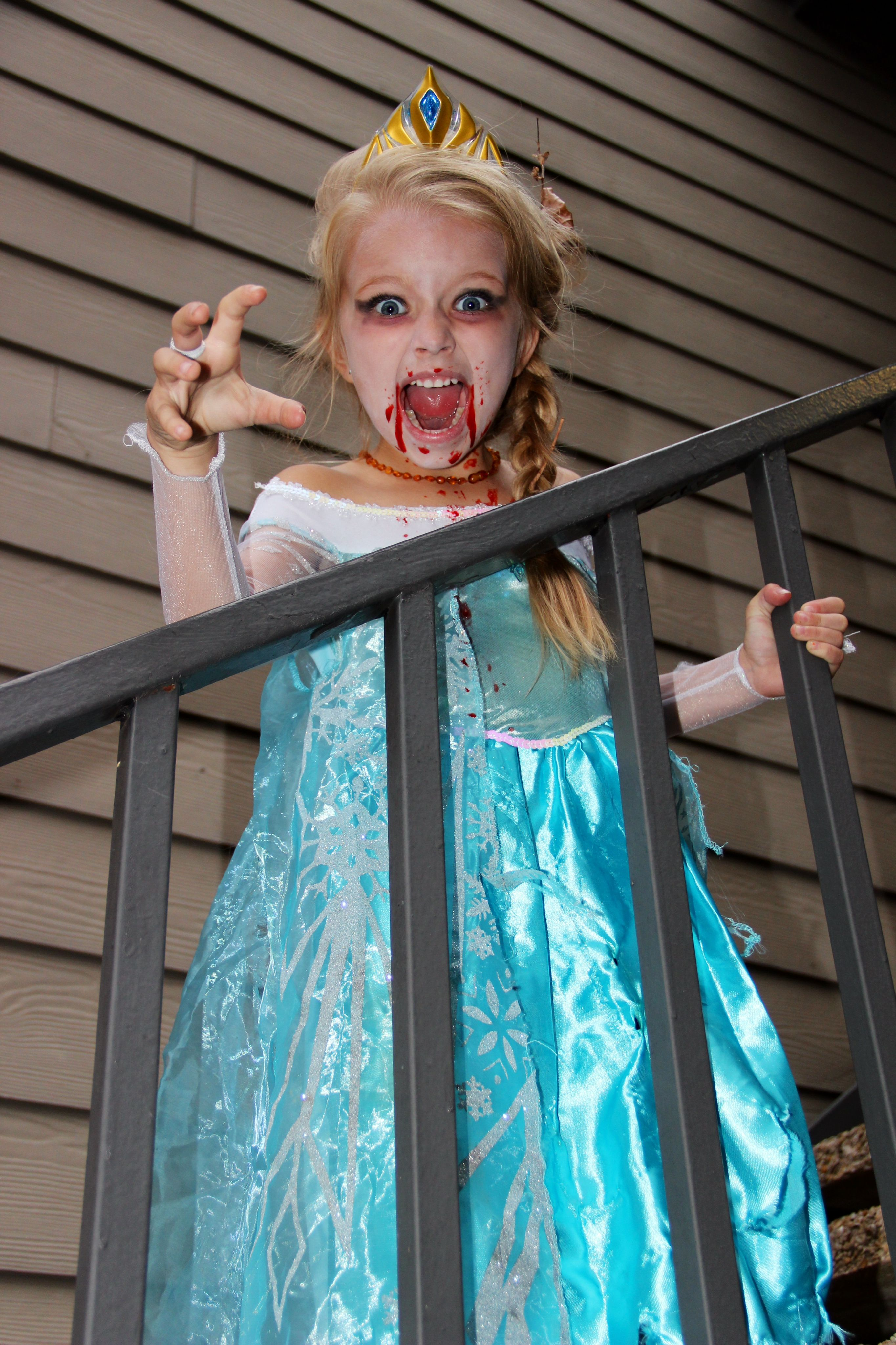 Elsa Halloween Costumes For Kids.Love This Vampire Elsa Costume Of 6 Year Old Gma Viewer Emily Emily S Mom Sent Us Th Old Halloween Costumes Daughter Halloween Costumes Vampire Costume Kids