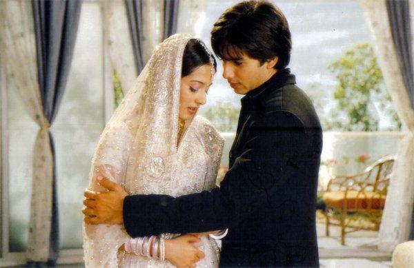 Shahid Kapoor And Amrita Rao From The Movie Vivah Romantic Photoshoot Couple Photography Amrita Rao