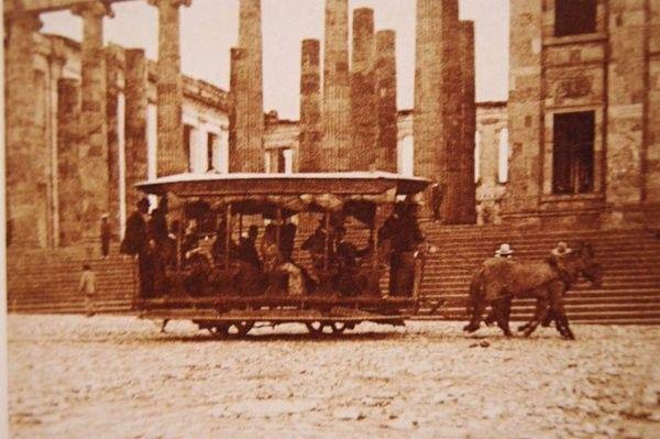 Bogotá a finales del siglo XIX! El capitolio en construcción al fondo de la imagen!