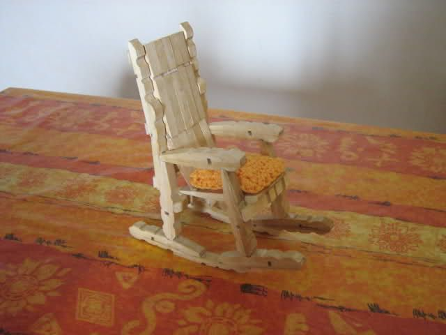 Come Costruire Una Sedia A Dondolo.Sedie A Dondolo Con Le Mollette Sedia A Dondolo Sedie Dondolo