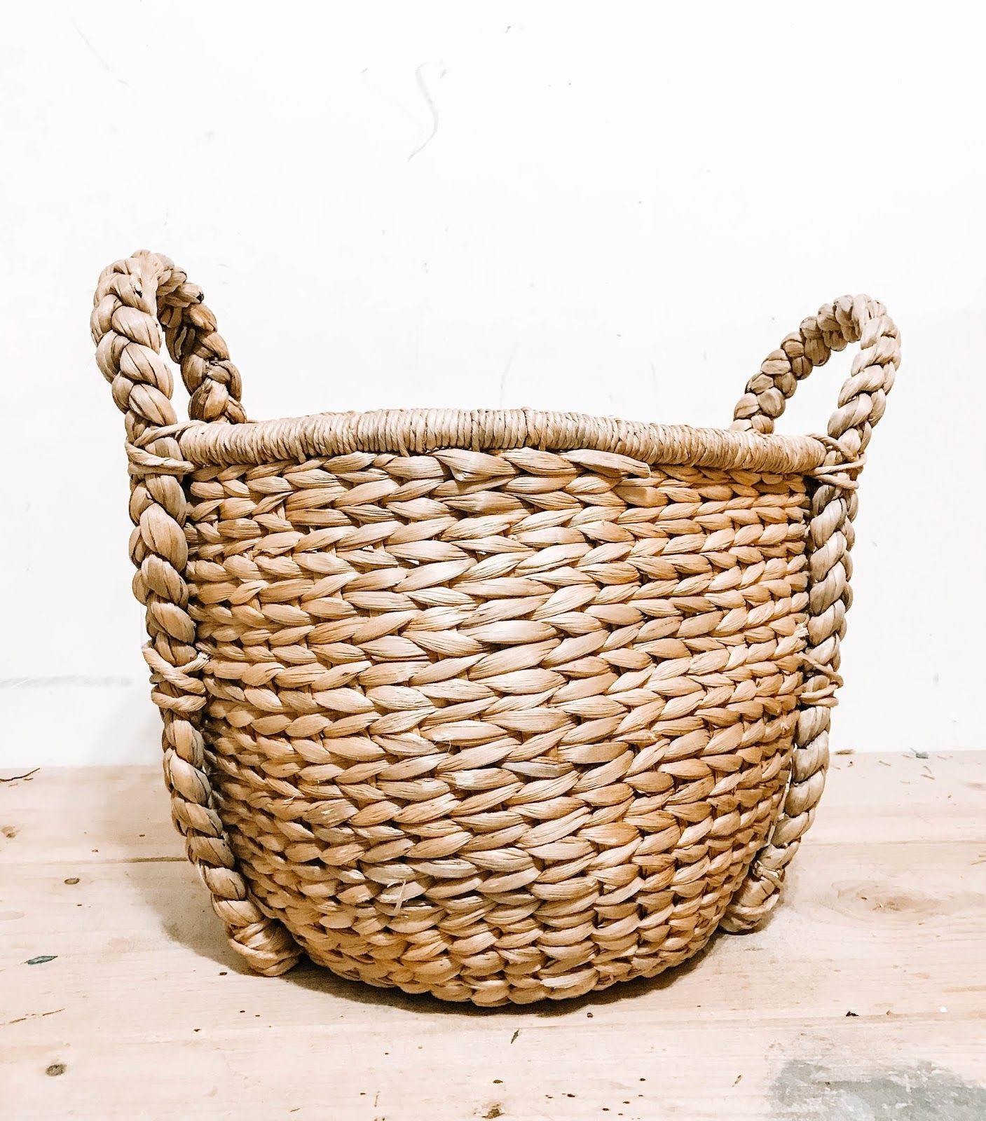 Easy DIY Christmas Tree Basket Stand Christmas tree in