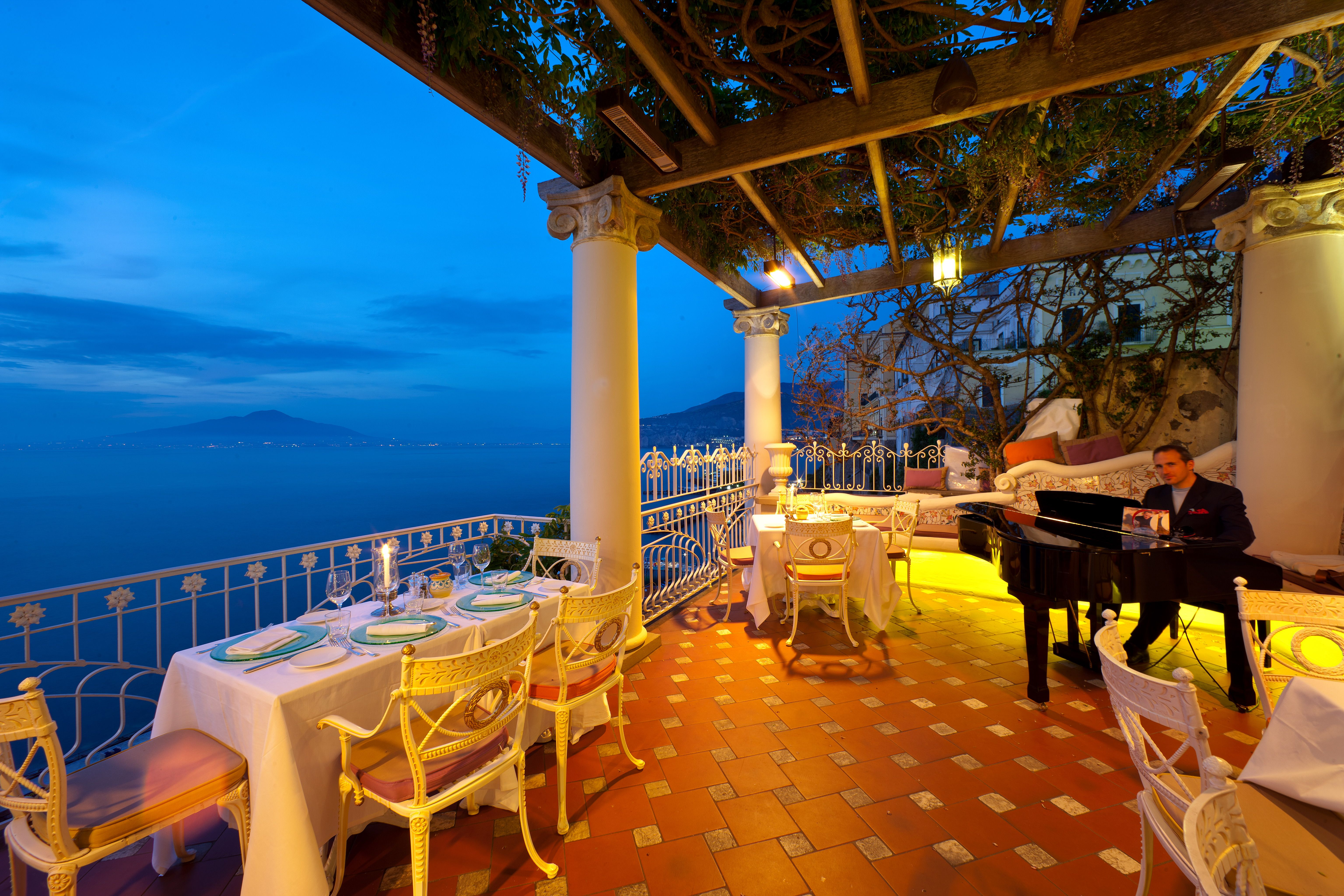 A romantic dinner in Sorrento at Bellevue's restaurant