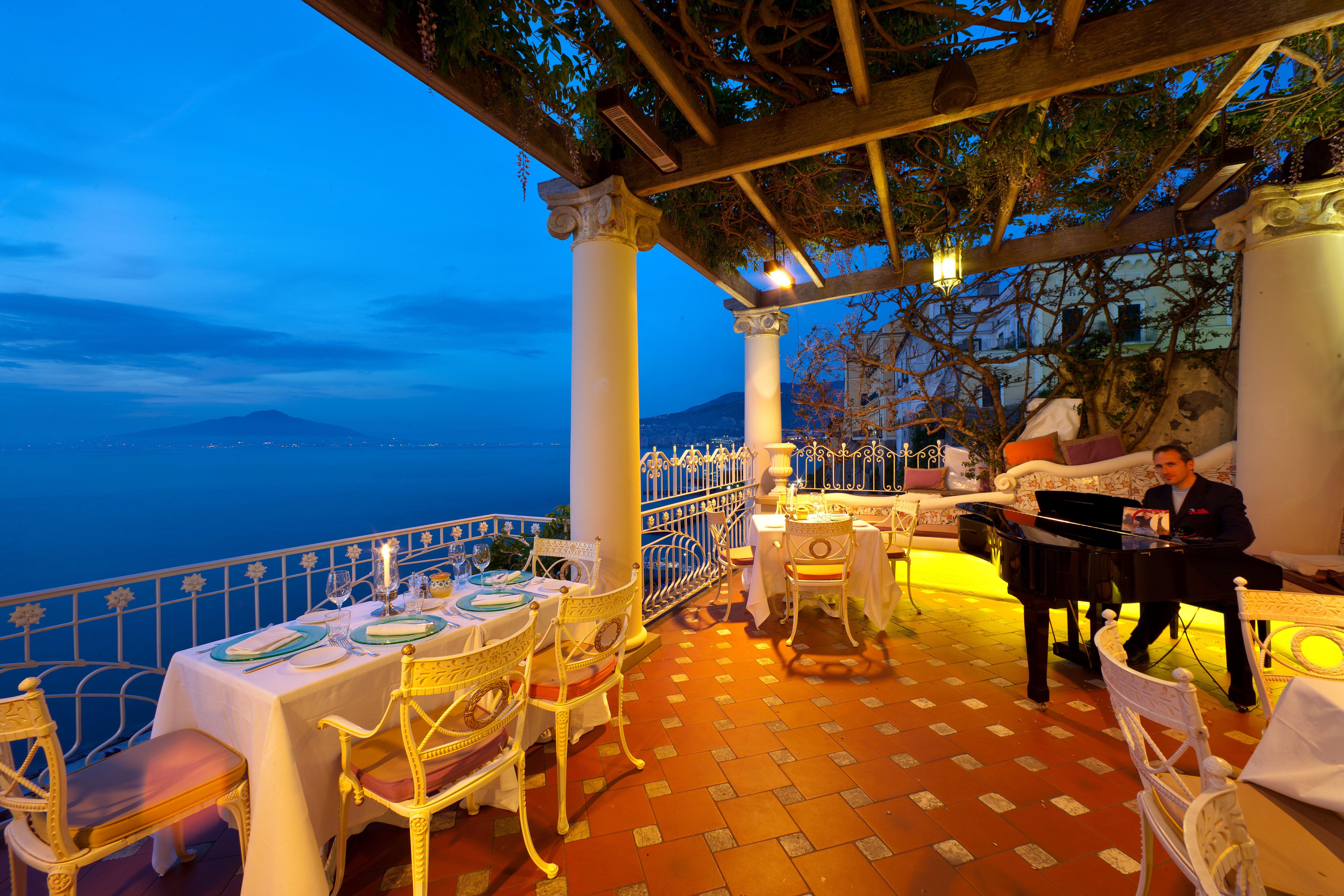 A romantic dinner in Sorrento at Bellevue's restaurant
