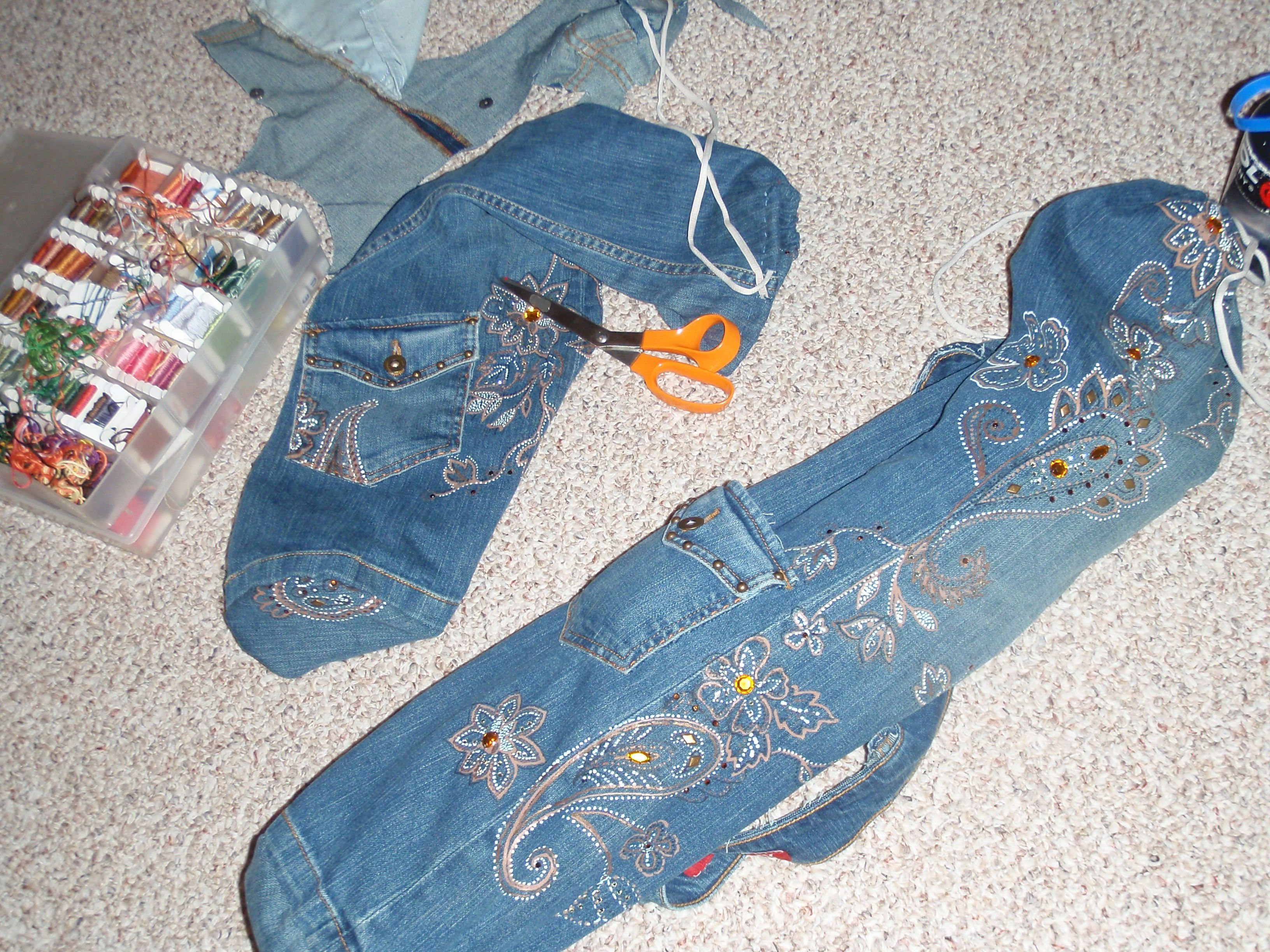 66c6205da2aa I used an old pair of jeans to make two yoga bags. The waistband of ...