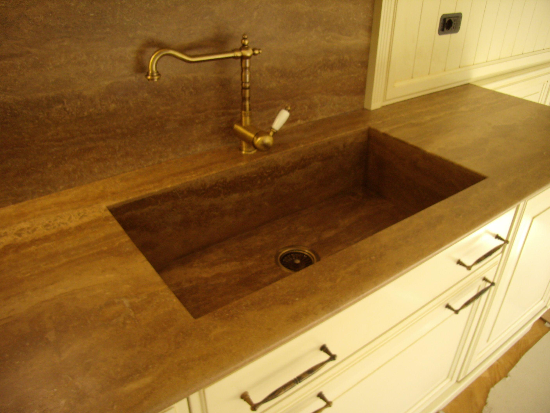 Piano cucina in travertino noce con lavello scatolare - Piano lavoro cucina legno ...