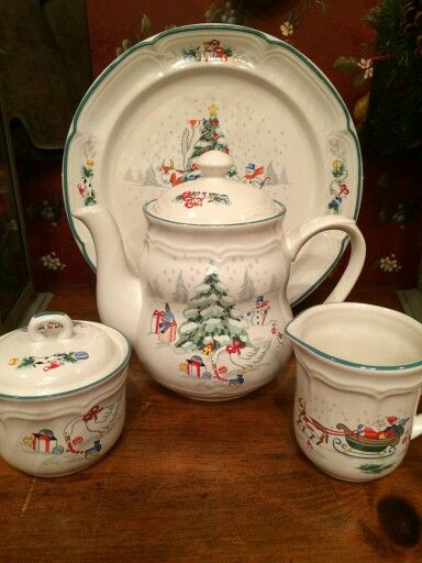 Christmas Teapot ---Country Christmas by International China Co