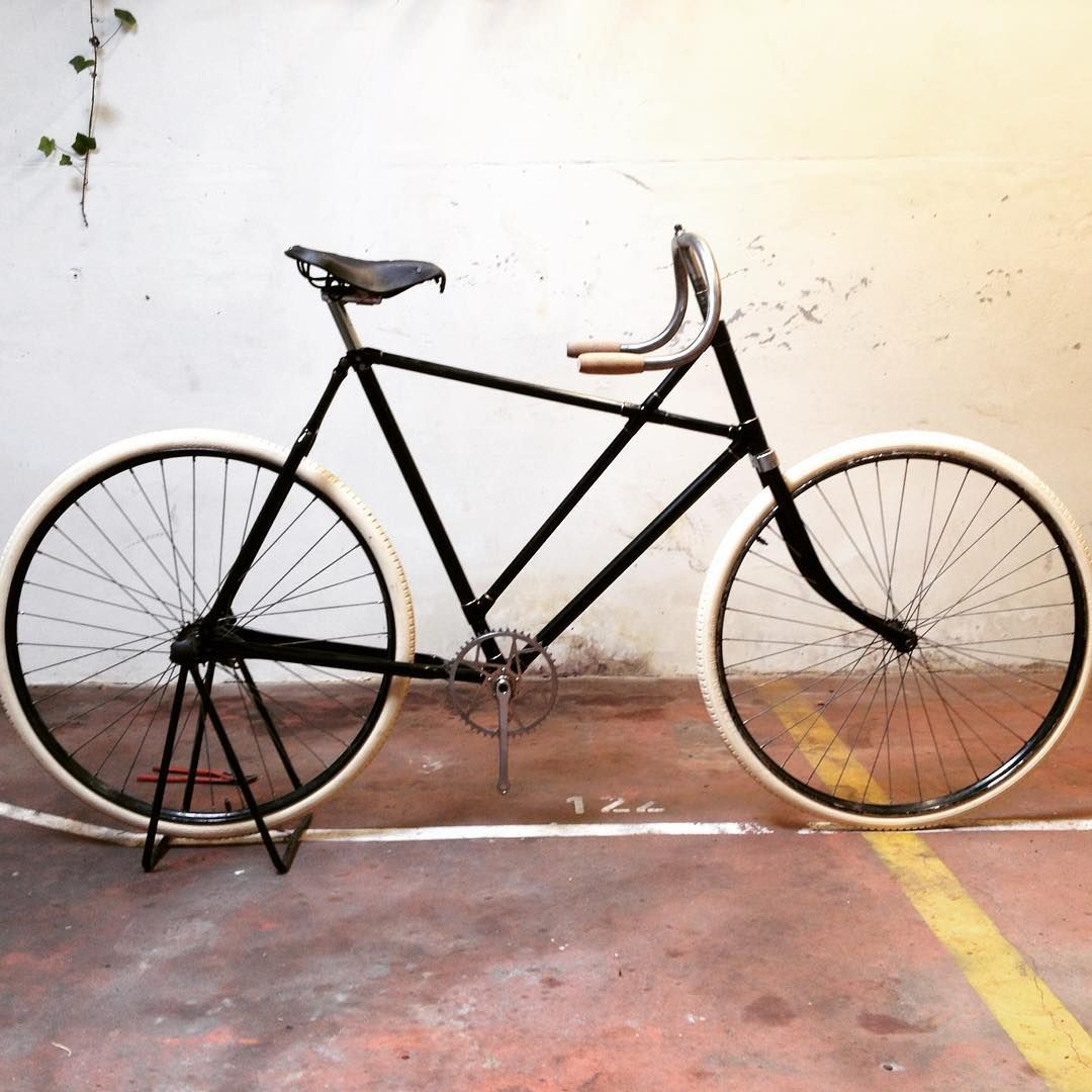 Pin By Liḍia On Bicycle Antique Bicycles Vintage Bikes Bicycle