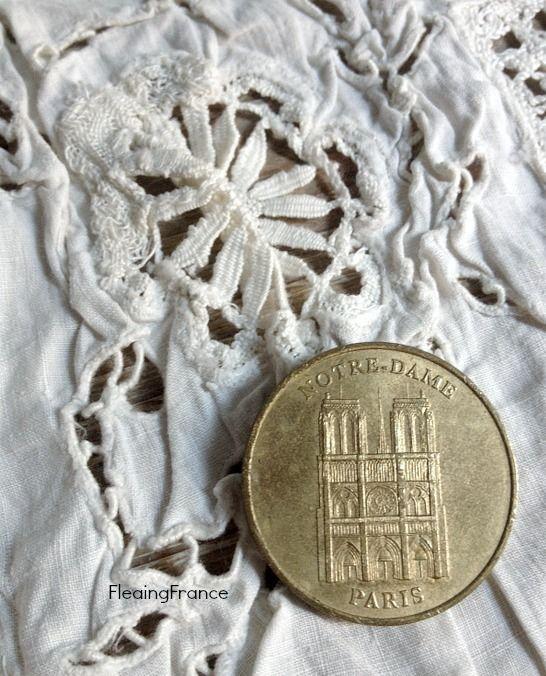 FleaingFrance......Paris Souvenir Coin - Notre Dame