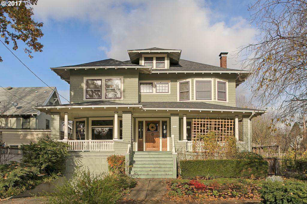 1729 Ne Tillamook St Portland Or 97212 Zillow Tillamook House Styles House Design