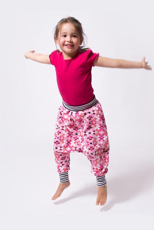 Eine Pumphose für Kinder einfach selber nähen – auch für Nähanfänger! Im pa…