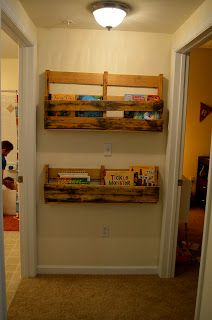 DIY Pallet Bookshelf Use The Top Shelf Idea With 2 Back Pieces For Saying