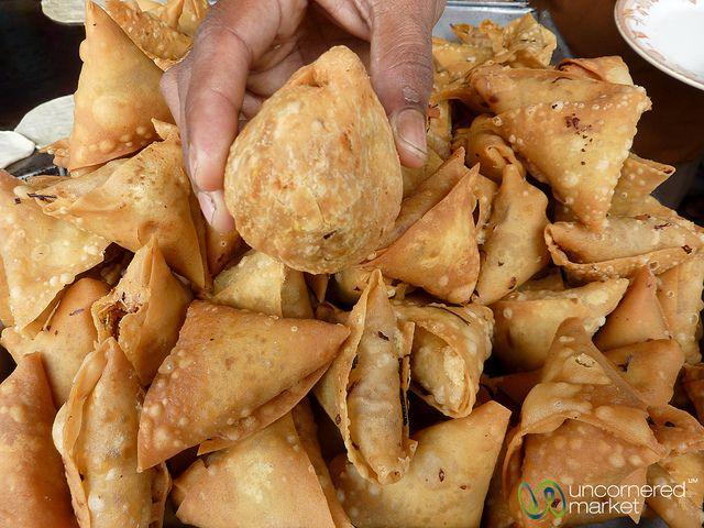 Bangladeshi food an overview samosas arabian peninsula and singara and samosas bangladeshi street food at its best forumfinder Gallery