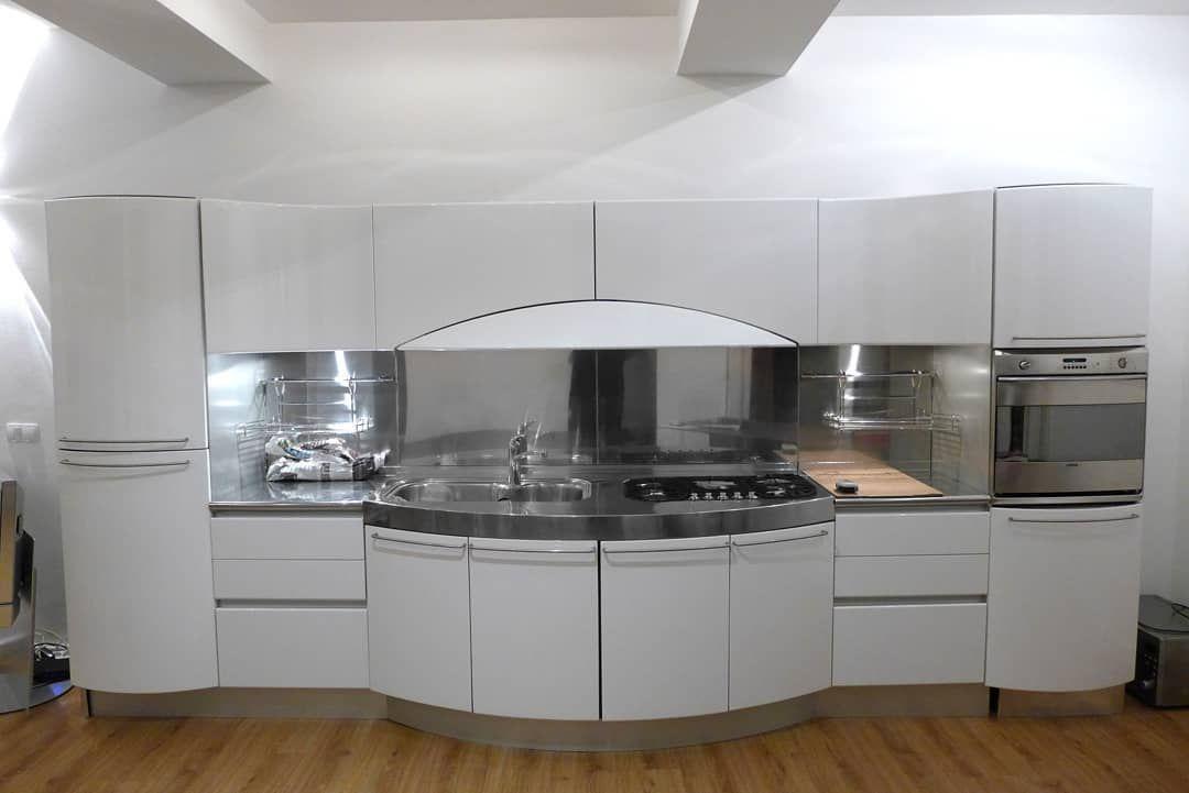 Kitchen Kitchendiy Homediy Red White Renovierung Inspo Inspiration Schonerwohnen Heimwerker Nov In 2020 Kuchenfronten Hochglanz Kuche Hochglanz Kuchen Mobel