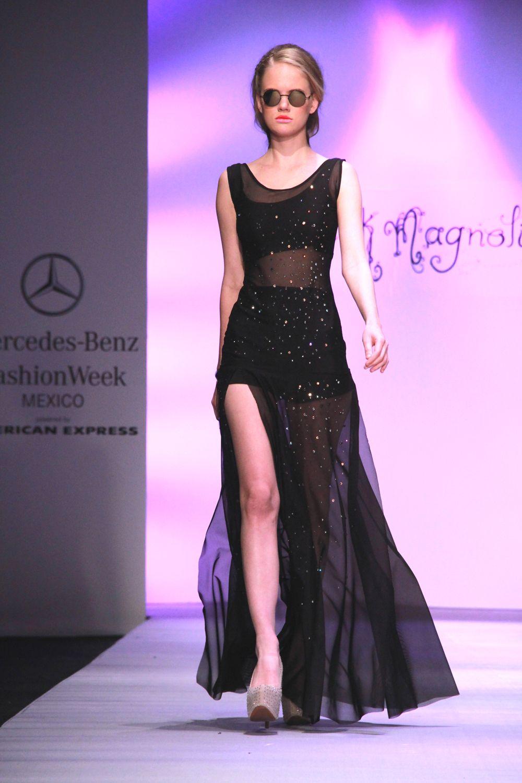 vestidos negros, con brillos y transparencias en la colección Spring ...