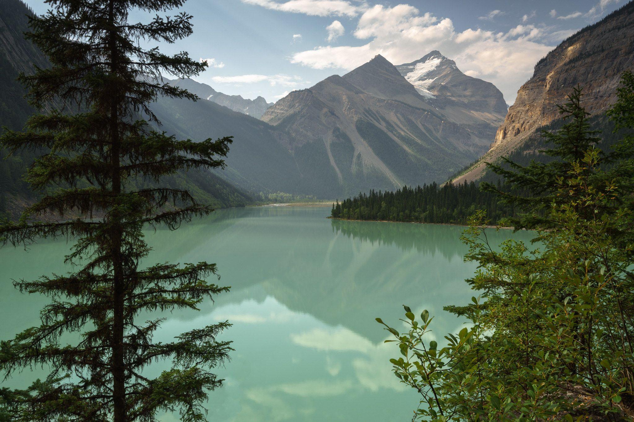 https://flic.kr/p/z3DDK3 | Paradise | Kinney Lake along the Berg Lake Trail. A little piece of paradise.