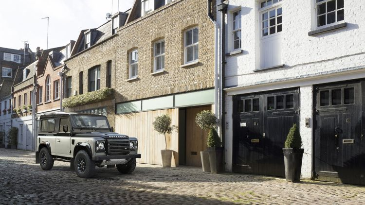 Land Rover extends Defender production