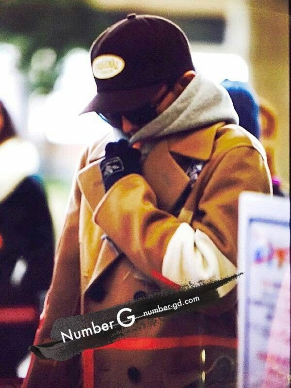 G-Dragon at Gimpo Airport leaving for Tokyo for Big Bang's X Tour concerts on December 25 to 27