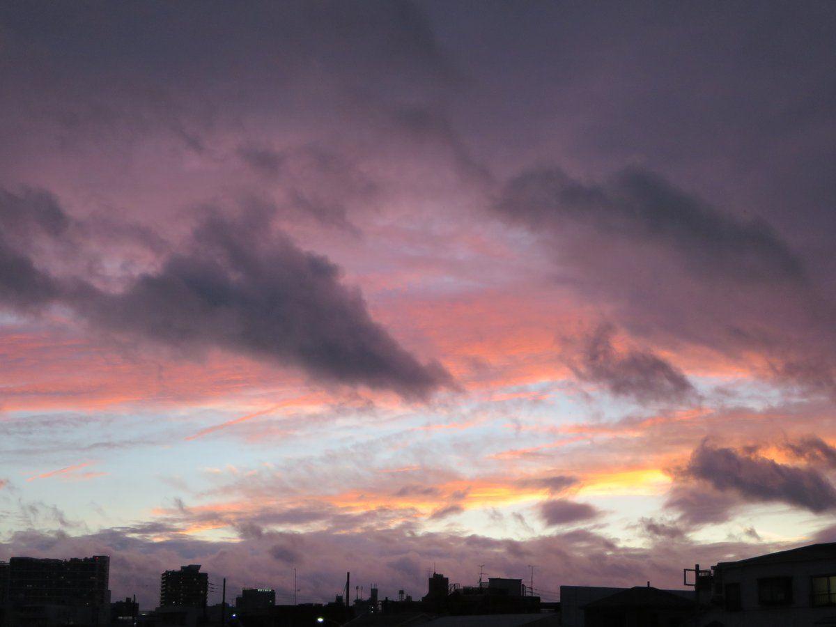眠大葉 @name_over  6月13日 今日はすごく久し振りに紫色の夕焼けを見ました