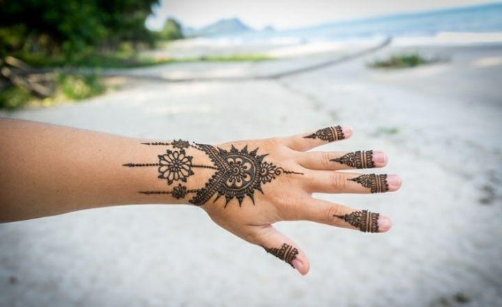 Henna Tattoo Am Strand Malen Lassen Tattoo Henna Tattoos Und