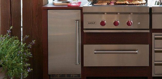 The Sub Zero Outdoor Ice Maker Fresh Ice In The Hot Sun Subzerorefrigeration Sub Zero Appliances Beverage Centers Ice Maker