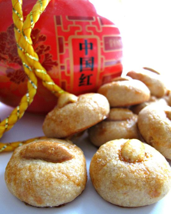 Chinese New Year Peanut Cookies (花生饼)-  Lots of peanut flavor in each melt-in-your-mouth, crunchy, toasty bite! | The Monday Box