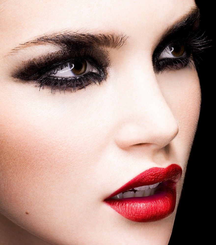 Black Smudgy Eyes With A Red Lip Makeup Eye Makeup Fantasy Makeup