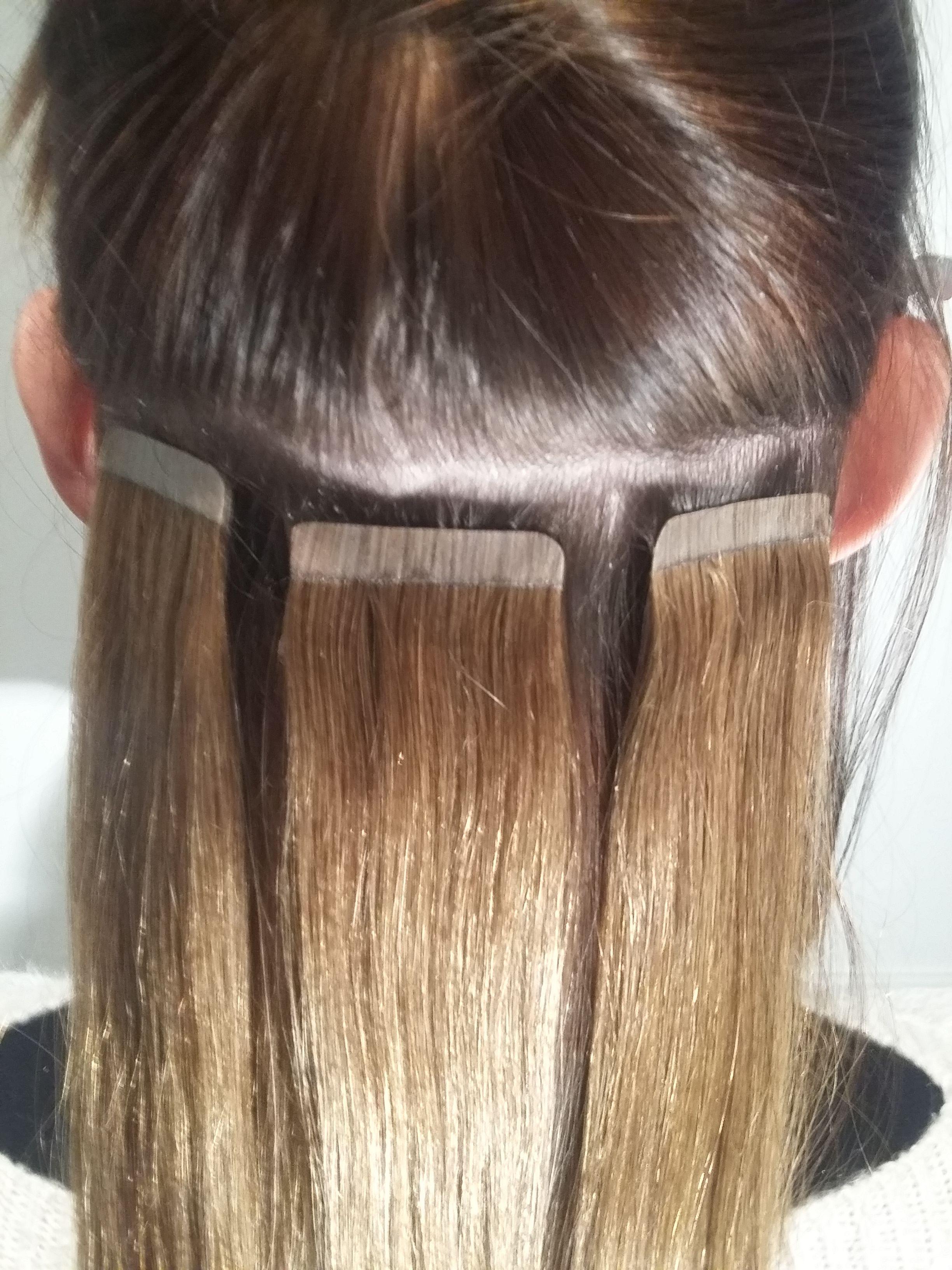 Pose D Extensions Bandes Adhesives Aussi Appele Tapes Extensions De Cheveux Extension Cheveux Extension Cheveux Avant Apres