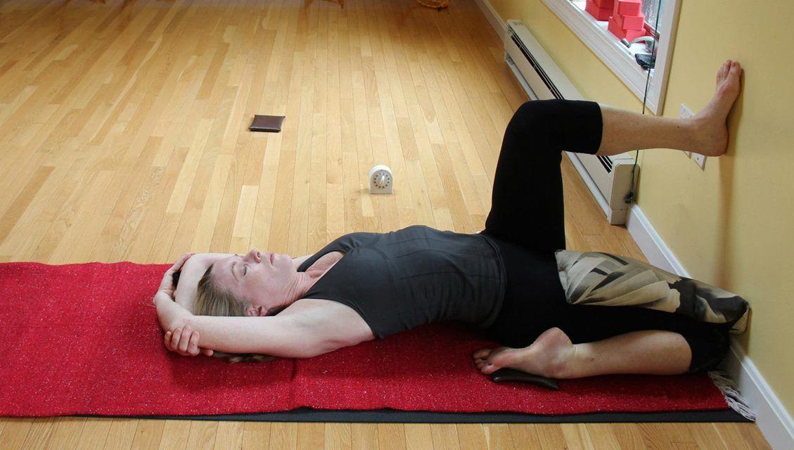 Eka Pada Supta Virasana | Yoga asanas, Iyengar yoga poses ...