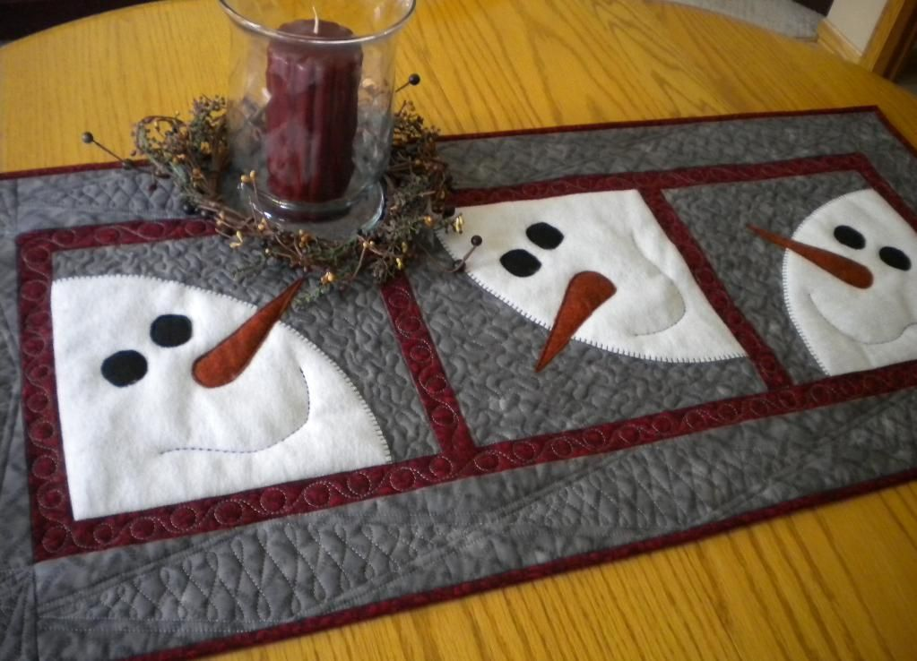 Quilted Round Table Toppers.Quilted Round Table Toppers Google Search Crafts Snowman Quilt
