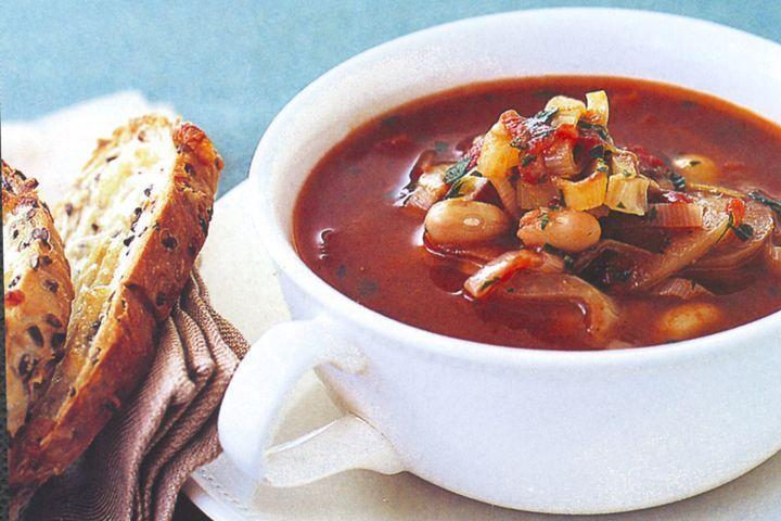 Tomato, fennel & bean soup