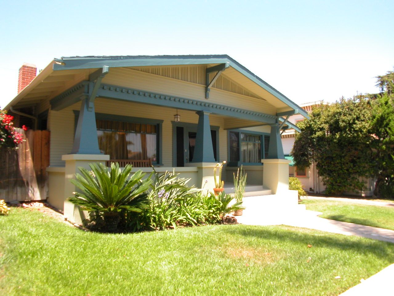 Bungalow style homes bungalow american bungalow for California bungalow house