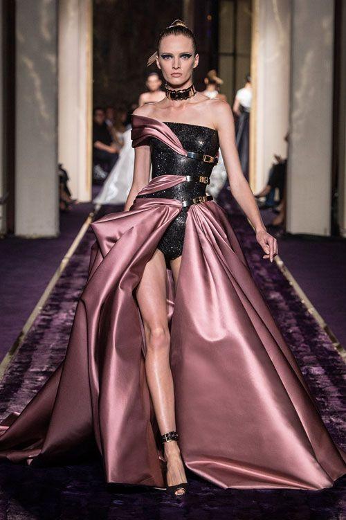 Versace abiti da cerimonia 2015 collezione Atelier autunno inverno Gonna  ampia rosa antico con body nero e615158a0fd