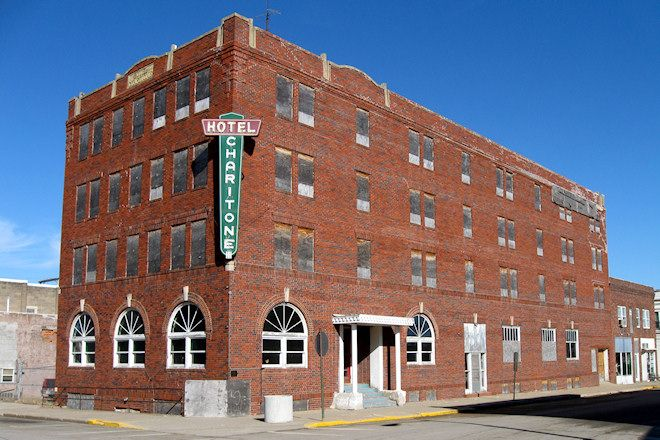 Hotel Chairtone In Chariton Ia An Once Celebrated Building That In It S Time Had Modern Convenieces Of Tile Floors Telephones I Iowa City Iowa Iowa City Iowa