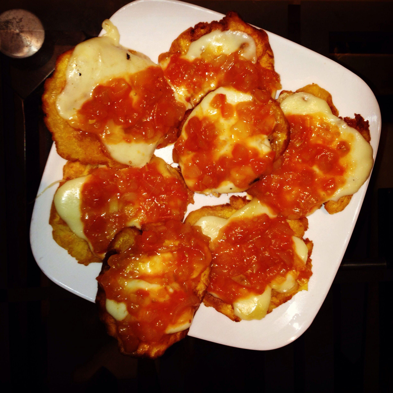 Patacones con queso y hogao...