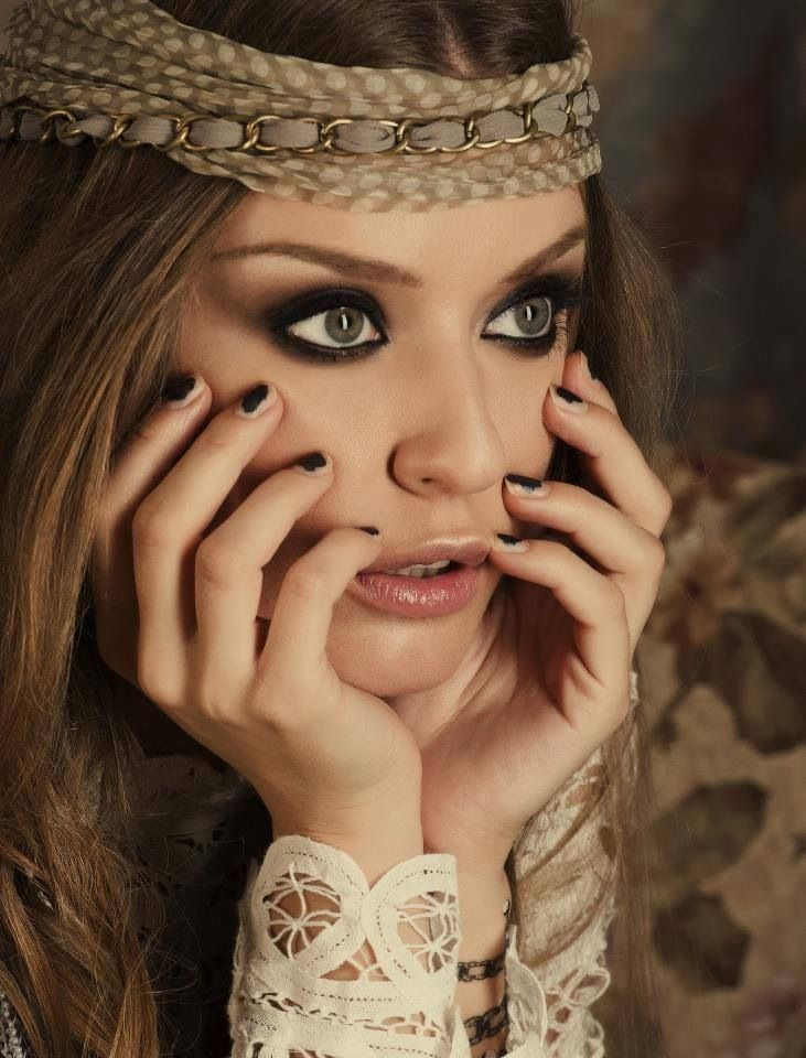 Dark Eyes With Images Boho Makeup Chic Makeup Hippie Style