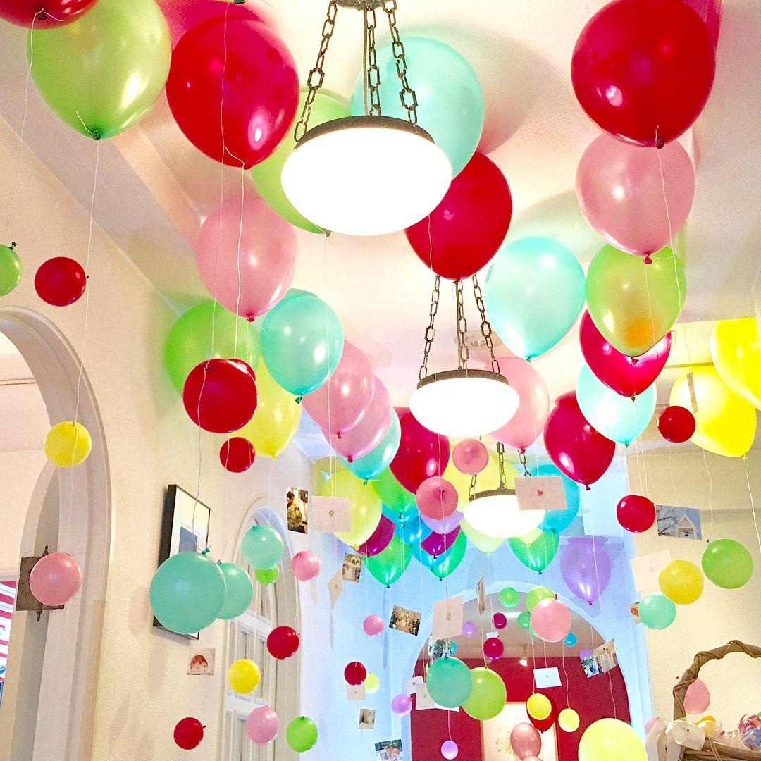 実例 結婚式会場の天井にバルーン 風船を可愛く飾る方法 Marry